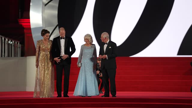 """catherine, duchess of cambridge, prince william, duke of cambridge, camilla, duchess of cornwall and prince charles, prince of wales attend the """"no... - première stock-videos und b-roll-filmmaterial"""