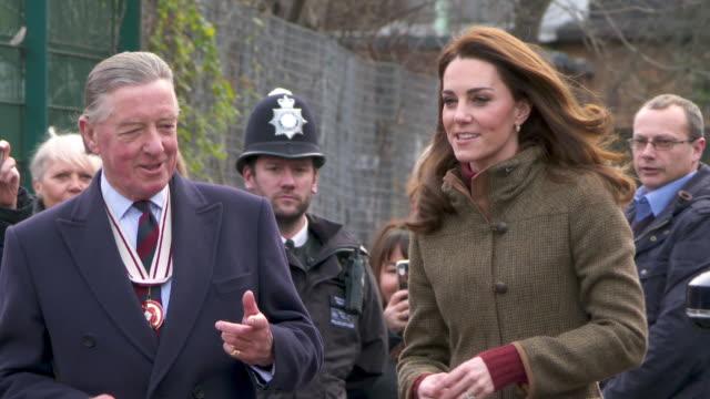 catherine duchess of cambridge visits the king henrys walk garden islington on january 15 2019 in london england - herzogin stock-videos und b-roll-filmmaterial