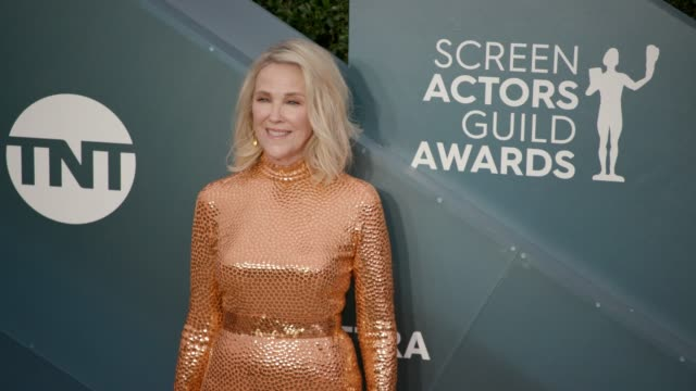 catherine o'hara at the 26th annual screen actors guild awards - arrivals at the shrine auditorium on january 19, 2020 in los angeles, california. - screen actors guild awards stock videos & royalty-free footage