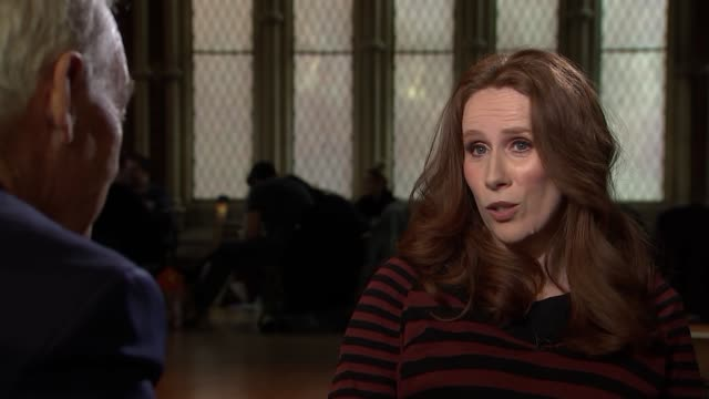 stockvideo's en b-roll-footage met catherine tate interview and duet with jon snow; catherine tate interview sot - part satire, based on real events / on her character / entertaining... - satire