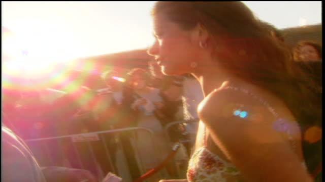catherine zeta jones arriving to the 1999 mtv movie awards in santa monica, ca - キャサリン・ゼタ・ジョーンズ点の映像素材/bロール