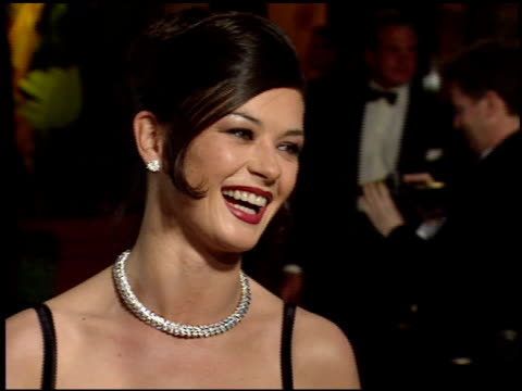 catherine zeta jones at the 1998 academy awards vanity fair party at morton's in west hollywood, california on march 23, 1998. - キャサリン・ゼタ・ジョーンズ点の映像素材/bロール