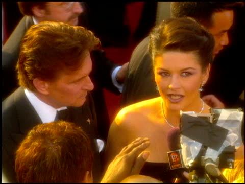 catherine zeta jones at the 2001 academy awards at the shrine auditorium in los angeles, california on march 25, 2001. - キャサリン・ゼタ・ジョーンズ点の映像素材/bロール