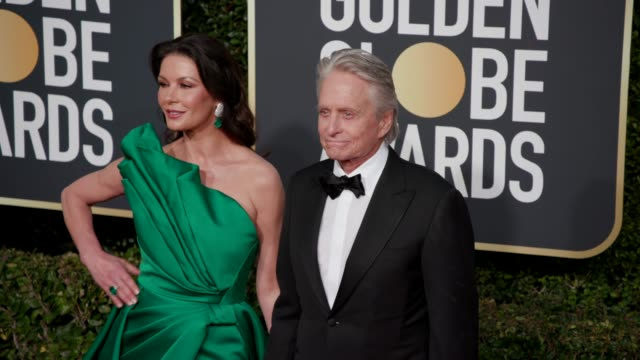catherine zeta-jones and michael douglas at the 76th annual golden globe awards - arrivals- 4k footage at the beverly hilton hotel on january 06,... - キャサリン・ゼタ・ジョーンズ点の映像素材/bロール
