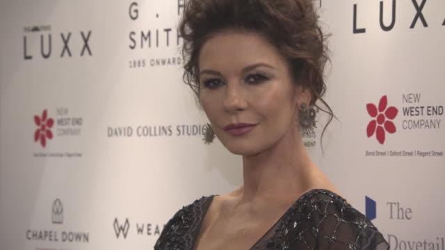 catherine zeta-jones at walpole british luxury awards at the dorchester on november 20, 2017 in london, england. - catherine zeta jones video stock e b–roll