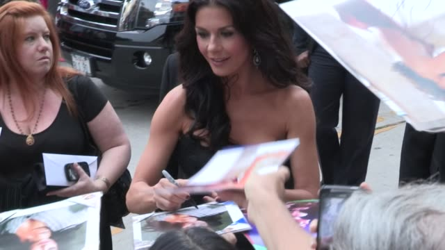 catherine zetajones greets fans at the red 2 premiere at westwood village in los angeles 07/11/13 - westwood village stock-videos und b-roll-filmmaterial