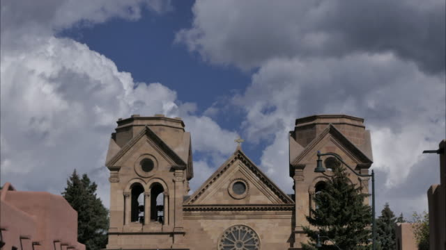 catholic bastillica church in santa fe new mexico time lapse with clouds - santa fe new mexico stock videos & royalty-free footage