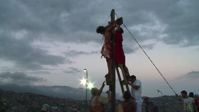 catholic believers take part in a re enactment of the crucifixion of jesus during holy week in the slum of petare in caracas - holy week stock videos & royalty-free footage