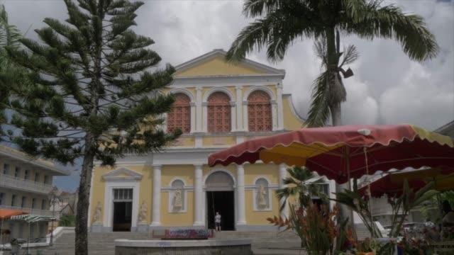 vidéos et rushes de catholic church of st. peter and st. paul, pointe-a-pitre, guadeloupe, french antilles, west indies, caribbean, central america - palmier