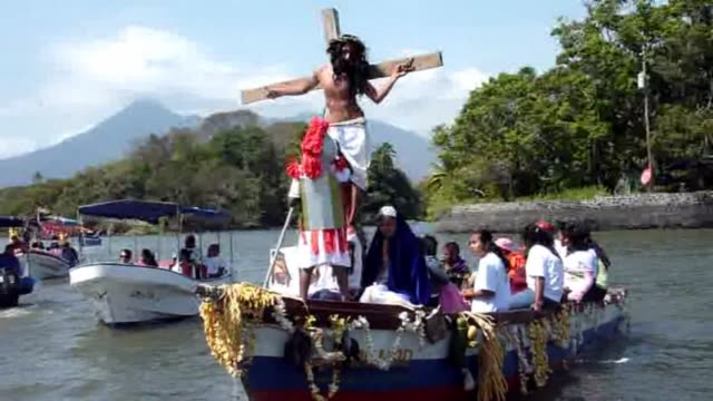 catholic faithful in nicaragua reenact the crucifixion of jesus christ during an aquatic via crucis on the nicaragua lake during holy week... - holy week stock videos & royalty-free footage