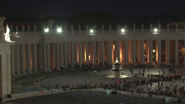 stockvideo's en b-roll-footage met catholics from around the world gather in rome for a mass presided by pope francis to confer sainthood on john paul ii and john xxiii two influential... - pope john xxiii