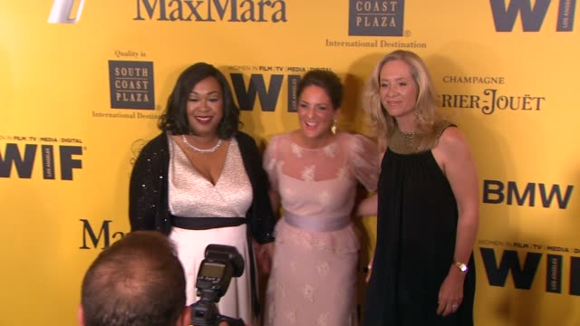 stockvideo's en b-roll-footage met cathy schulman and shonda rhimes at the 2014 women in film crystal lucy awards presented by max mara bmw perrierjouet and south coast plaza at the... - century plaza