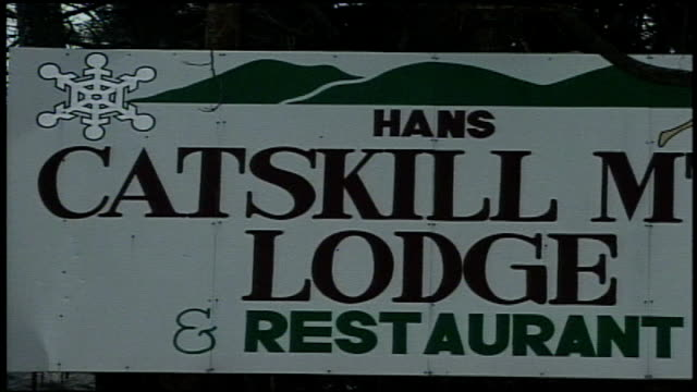 catskill mountain lodge sign - tourist resort stock videos & royalty-free footage