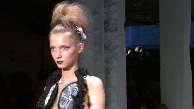 vidéos et rushes de catwalk from the bora aksu spring/summer 2011 at london fashion week at the bora aksu: london fashion week s/s 2011 at london england. - dom tom