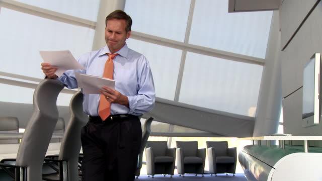 vídeos y material grabado en eventos de stock de caucasian businessman reading paperwork in conference room - camisa y corbata