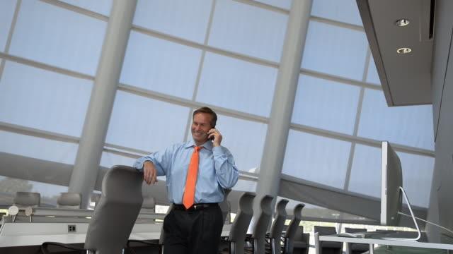 vídeos y material grabado en eventos de stock de caucasian businessman using cell phone in conference room - camisa y corbata