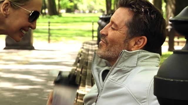 vidéos et rushes de caucasian couple kissing in park - embrasser sur la bouche