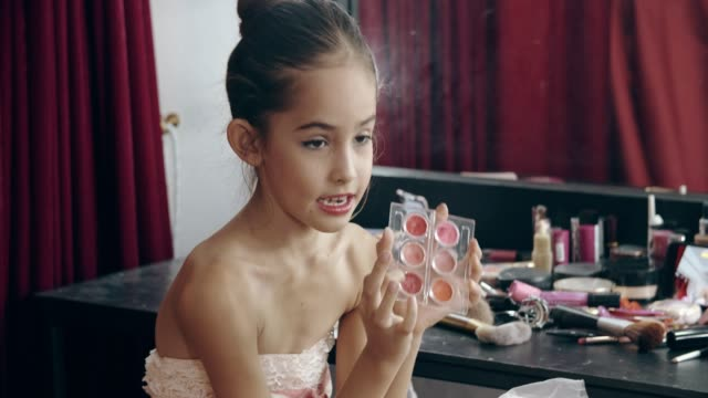 caucasian girl(10-11 years) bloggers review cosmetic products via social media - 10 11 years stock videos & royalty-free footage