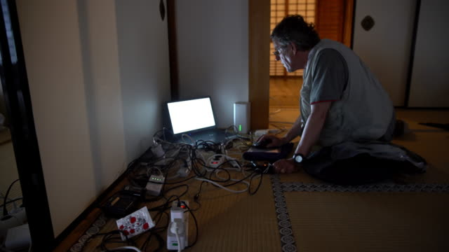 ds caucasian man using computer in tatami house - tatami mat stock videos and b-roll footage