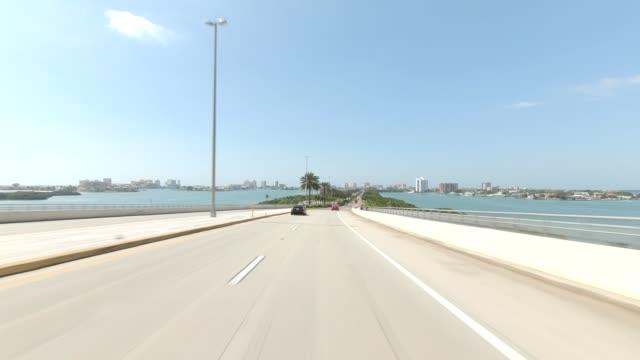 causeway bridge ii synced series front view driving process plate - parte di una serie video stock e b–roll