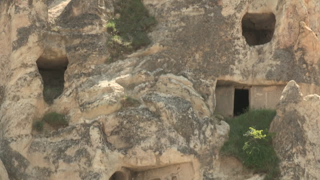 cave houses, cappadocia, turkey - cliff dwelling stock videos & royalty-free footage