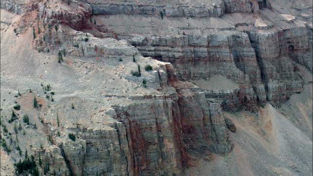 stockvideo's en b-roll-footage met grot berg onderzoek natuurlijke gebied - luchtfoto - montana, madison county, helikopter filmen, luchtfoto video, cineflex, tot de oprichting van schot, verenigde staten - montana westelijke verenigde staten
