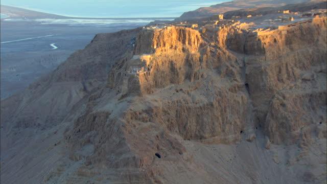 ws aerial zo cave on mountain / masada, sourn judea desert, israel  - 聖地パレスチナ点の映像素材/bロール