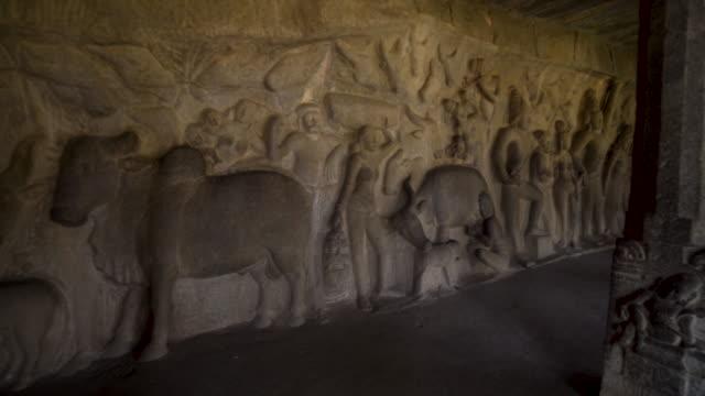 cave temple of mamallapuram steadicam shot. group of monuments at mahabalipuram - lavoro d'intaglio video stock e b–roll