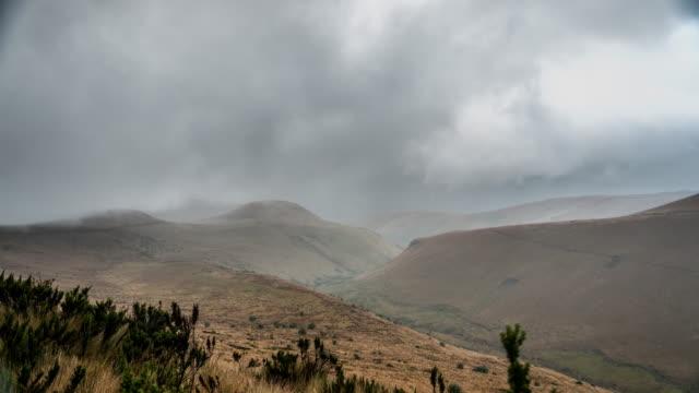 cerro time lapse nublado di cayambe - - nublado video stock e b–roll