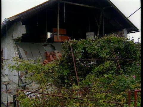 ceasefire continues to hold yugoslavia zagreb borangaj barracks ms croatian soldier at road block of federal army barracks steering away cars ms cars... - 旧ユーゴスラビア点の映像素材/bロール