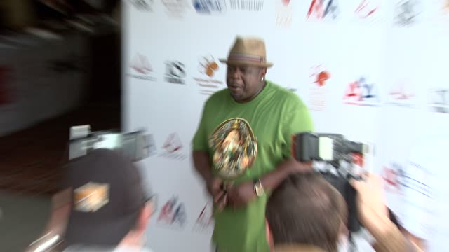 Cedric The Entertainer at the 2nd Annual National Kidney Foundation Celebrity Golf Classic at Toluca Lake CA