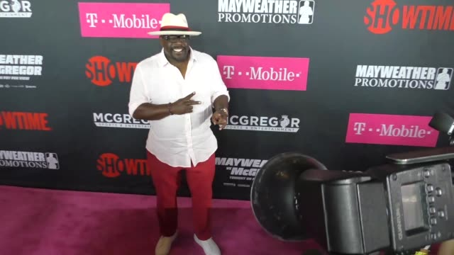 Cedric The Entertainer at The Floyd Mayweather Jr vs Conor McGregor Bout PreEvent VIP Party Magenta Carpet on August 26 2017 in Las Vegas Nevada
