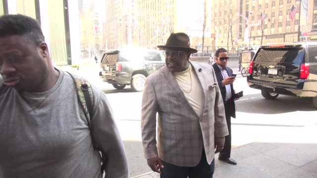 Cedric the Entertainer poses for photos with fans outside FOX News on March 09 2016 in New York City