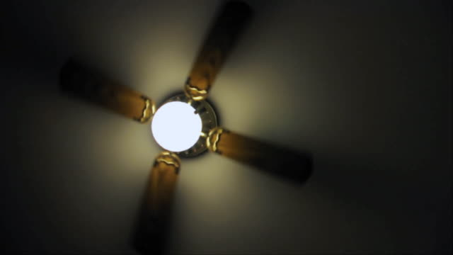 vídeos de stock, filmes e b-roll de ms ceiling fan spinning / los angeles, california, usa - ventilador de teto