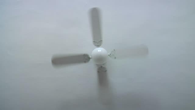 vídeos de stock, filmes e b-roll de ventilador de teto - ventilador de teto