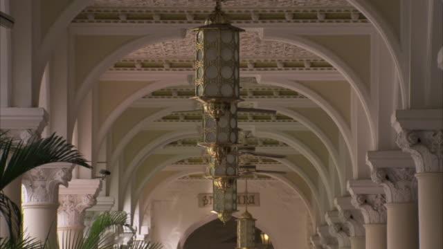 vídeos de stock, filmes e b-roll de ceiling fans operating along corridor of the taj mahal hotel mumbai available in hd. - ventilador de teto