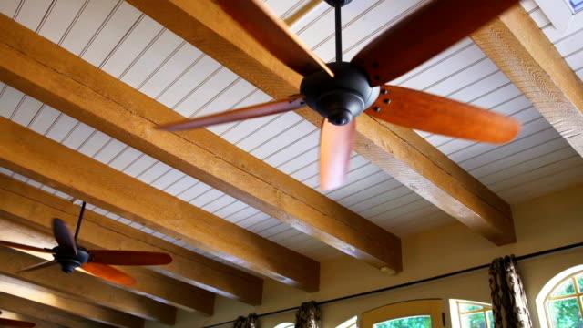 vídeos de stock, filmes e b-roll de ventiladores de teto - ventilador de teto
