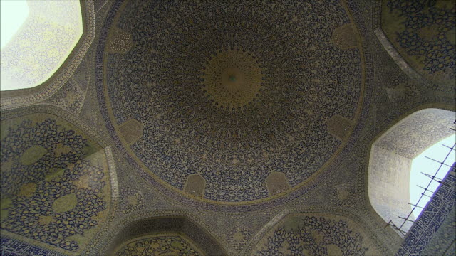 ms la ceiling in imam khomeini mosque interior, isfahan, iran - arabic script stock videos & royalty-free footage