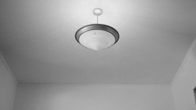 vídeos de stock, filmes e b-roll de ms pov ceiling of hospital with people - ventilador de teto