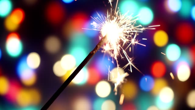 花火で祝う - 玩具花火点の映像素材/bロール