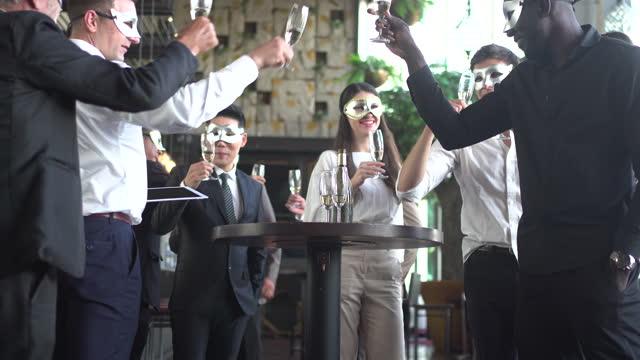 vídeos de stock, filmes e b-roll de celebração e festa. - vestuário de trabalho formal