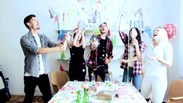 stockvideo's en b-roll-footage met viering voor succesvol jaar - feest en gedenkdagen