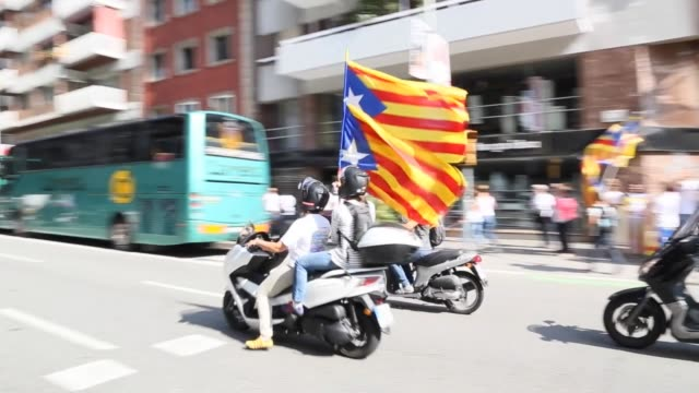 vídeos de stock e filmes b-roll de celebration for the commemoration of the lost of catalonia rights against spain with a rally pro independence in the meridiana street in the middle... - 2015