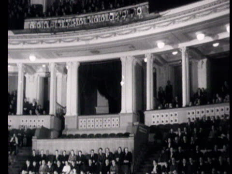 stockvideo's en b-roll-footage met celebration of 25th anniversary of automobile plant zis , on november 20, meeting at the red army theater in moscow, portraits of lenin and stalin on... - voorzitter