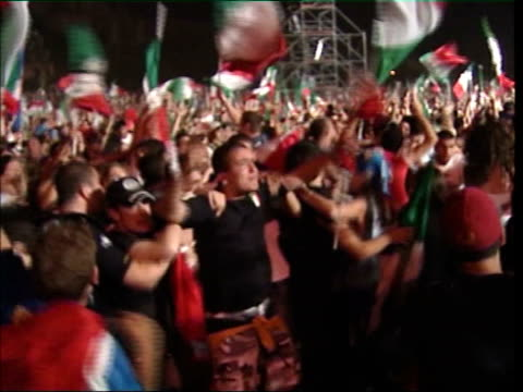 vidéos et rushes de celebrations as italian team return home; itn italy: rome: circus maximus: italian supporters watching game on giant screen and going wild with... - fan