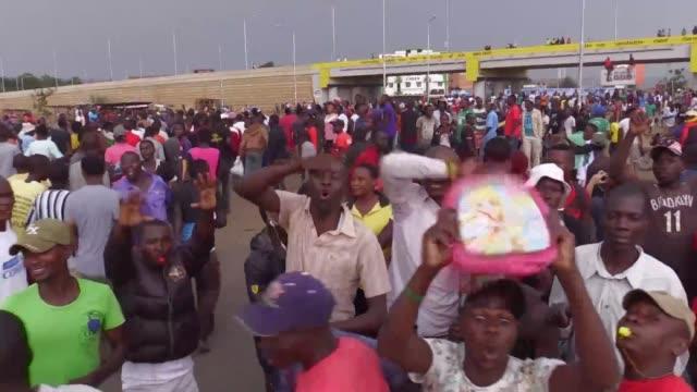 stockvideo's en b-roll-footage met celebrations break out in kisumu western kenya after opposition coalition the national super alliance demands its candidate raila odinga be declared... - assertiviteit