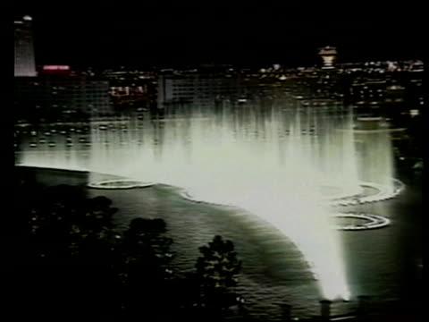 las vegas tgv fountains california san francisco tgv fireworks over san francisco harbour and the golden gate bridge ditto - itv weekend evening news stock-videos und b-roll-filmmaterial