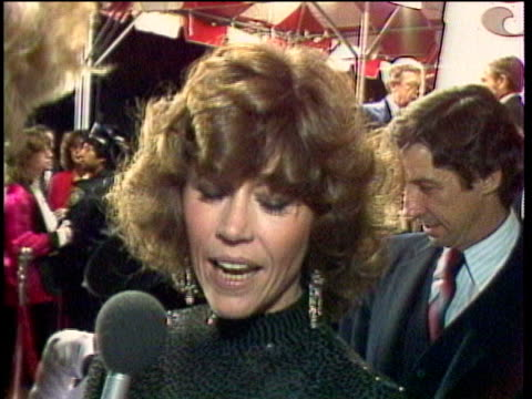 """celebrities at premiere of """"nine to five"""", jane fonda being interviewed / los angeles, california, usa / audio - fame stock videos & royalty-free footage"""