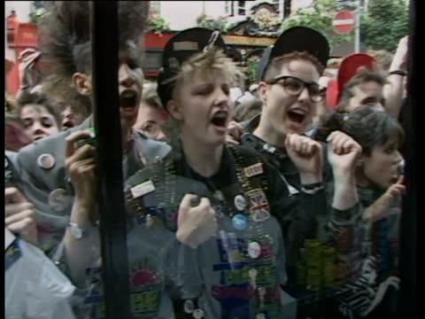vidéos et rushes de celebrities gather in covent garden to raise money for aids research / ms boy george fans mob shop window pan rl