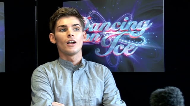 celebrities interviewed at launch of 'dancing on ice' television series richardson interview sot on not being able to do two things at once / on... - lycra stock-videos und b-roll-filmmaterial